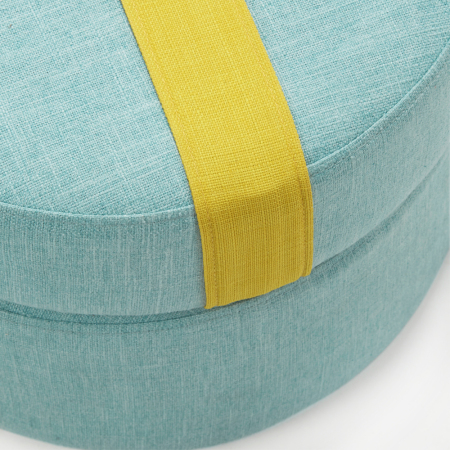 坐垫内为木方夹板结构+高弹海绵填充,挺拔身形与柔软坐感兼得