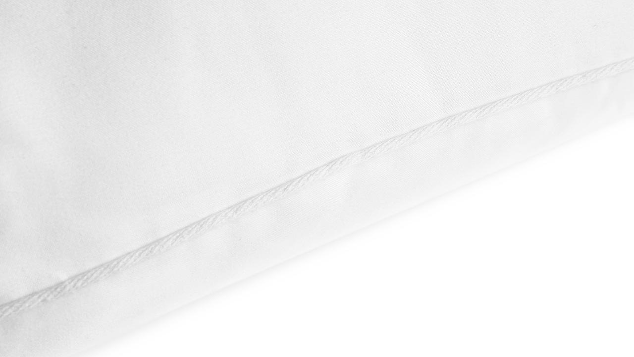 对一个看不到的枕芯,照样花十分心思精选棉线滚边,面料使用磨毛工艺,只为拆掉外皮后的那份软糯舒适。