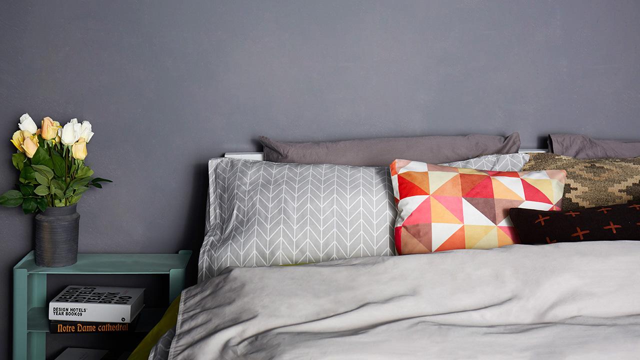 活性印染使染料和纤维有机合一,让面料保持高洁净度,而且防尘性能更加优良。一个人的居住品质,从卧室就能窥见大半,怎么能随便敷衍?