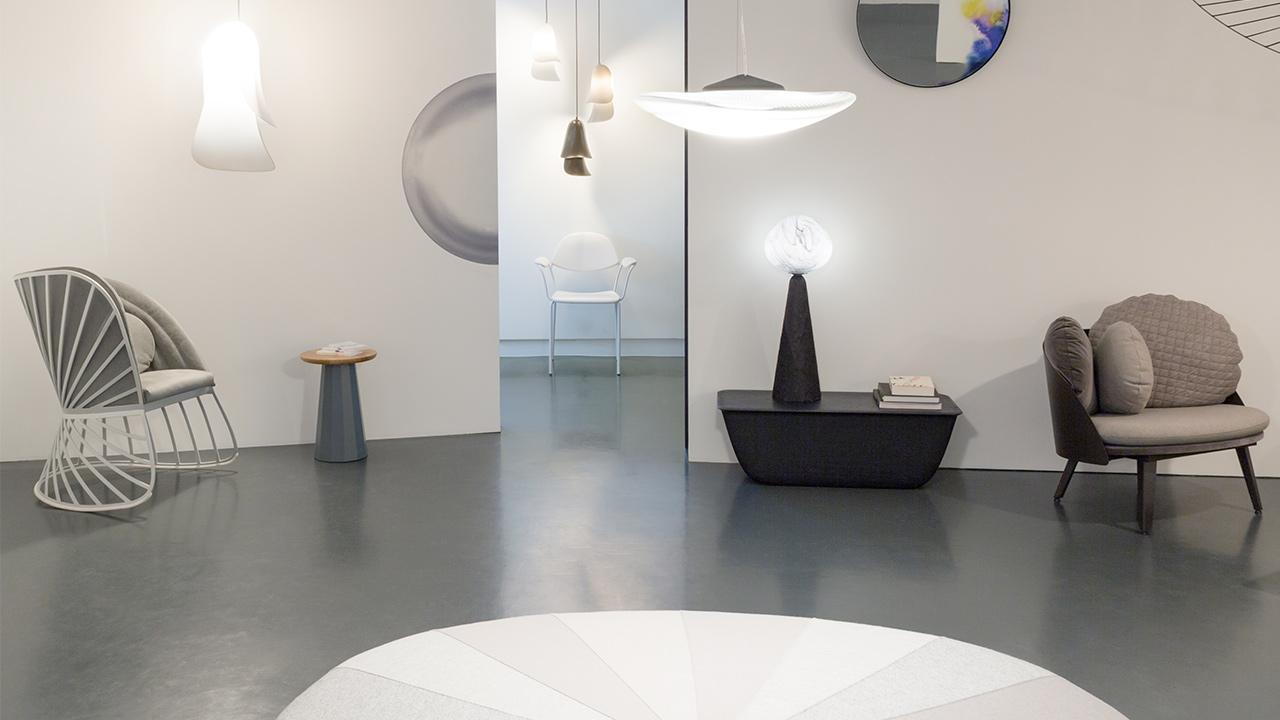 同期,设计师Constance受邀赴瑞士洛桑的当代应用艺术博物馆(MUDAC)参展,造作出品的百合椅也在其列。