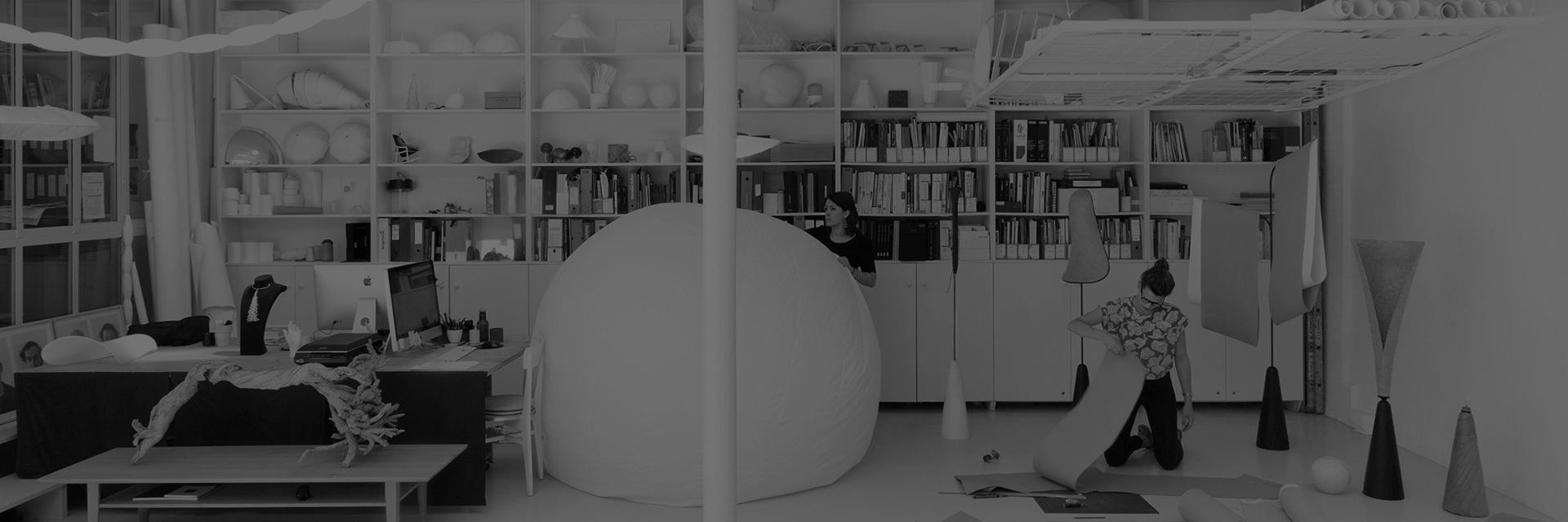 """法国著名女性设计师。毕业于巴黎国立高等工业设计学院,以梦幻浪漫的设计著称,被设计界鬼才Philippe Starck称为""""造梦者""""。曾拥有多重的教育背景和政治家、画廊经营者、电影制作人等多个身份的她,对这个世界有更加多元丰富的认知角度,更加清楚了解每个人对""""生活""""二字不同的需求,也更好的融入到设计中。她曾说过""""好奇心就像发动机,滋生着我与每个新项目邂逅的欲望。"""""""
