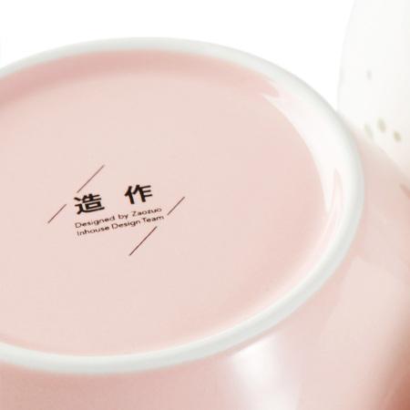 组合内含纯色碗盘, 没有彩瓷缤纷却更显原色纯净