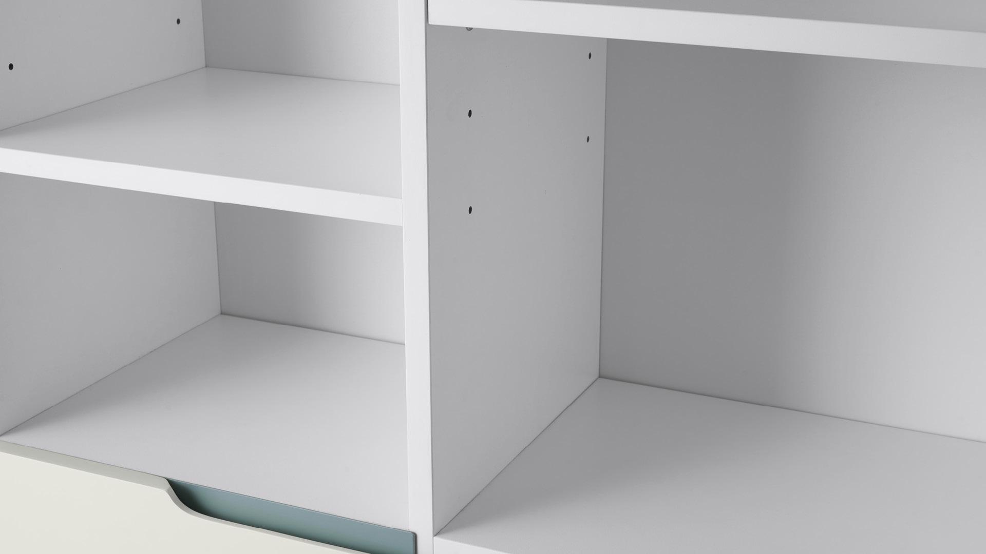 ▲ 在严苛标准要求下,板式柜体全系列都采用精密加工工艺——金属腿孔位连接误差不超过1mm,金属与抽面板误差不超过0.5mm,订制模具研发投入,实现3种材质的绝佳匹配。
