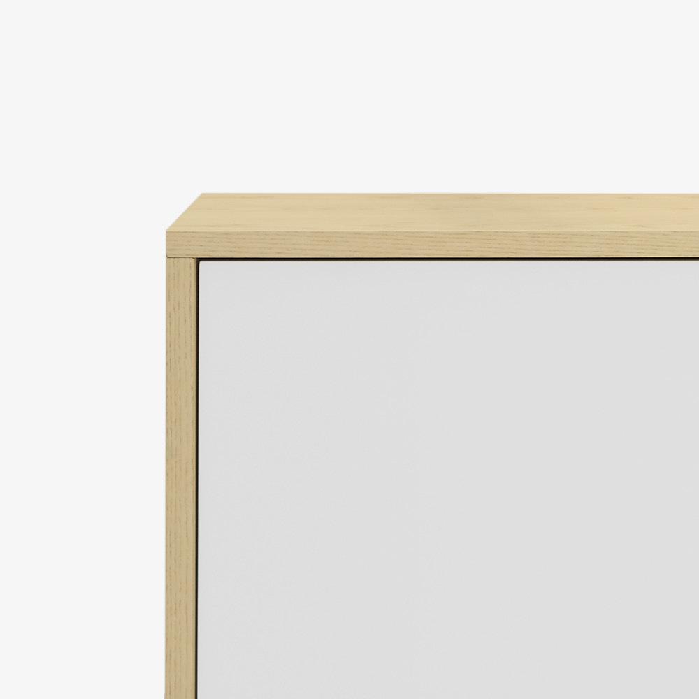 全系工整,木色边框