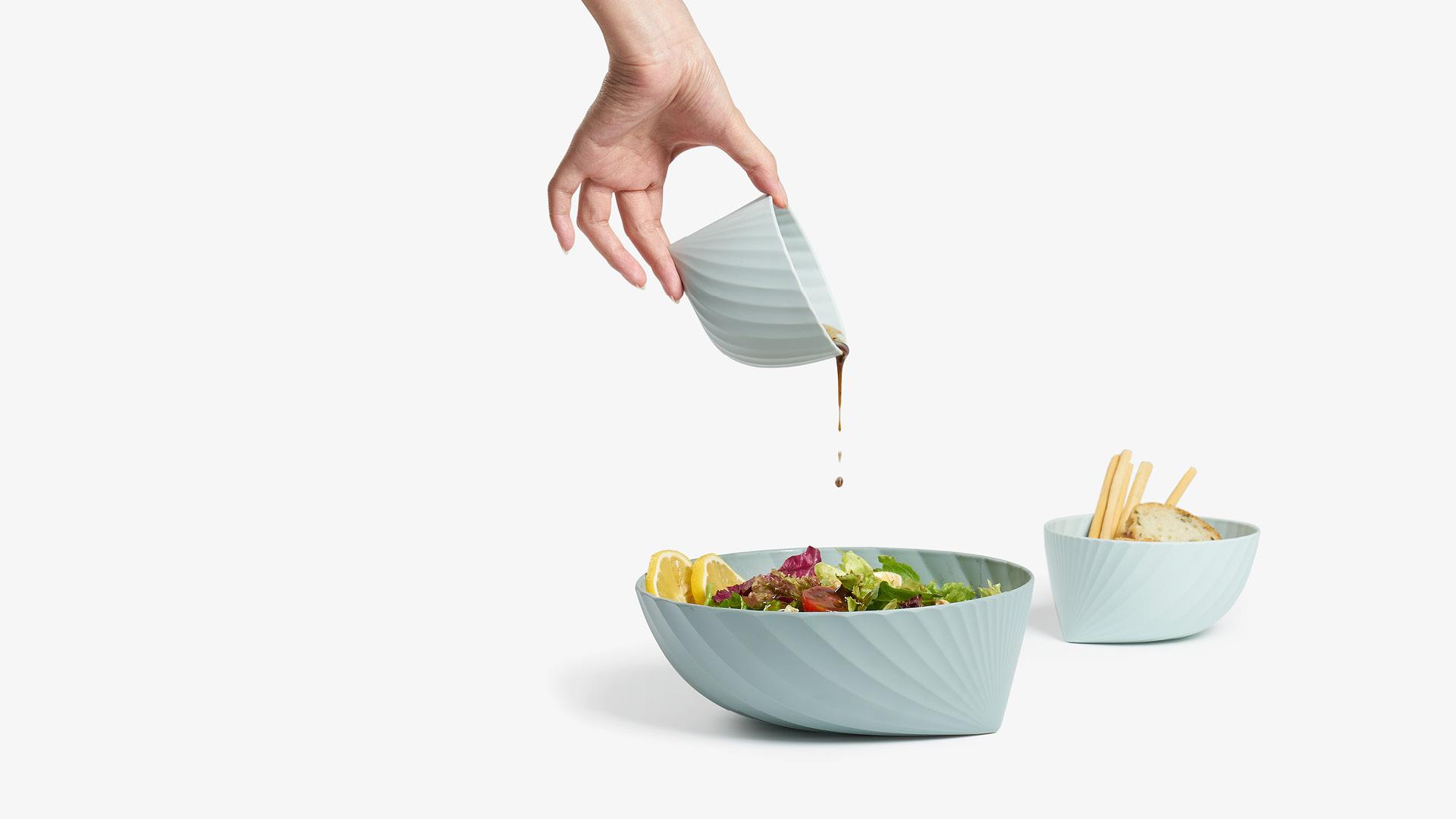 7.加入食物制作的动感,或人物参与感,拉近和食物的距离,享受美食时的愉悦亲切也呼之欲出。