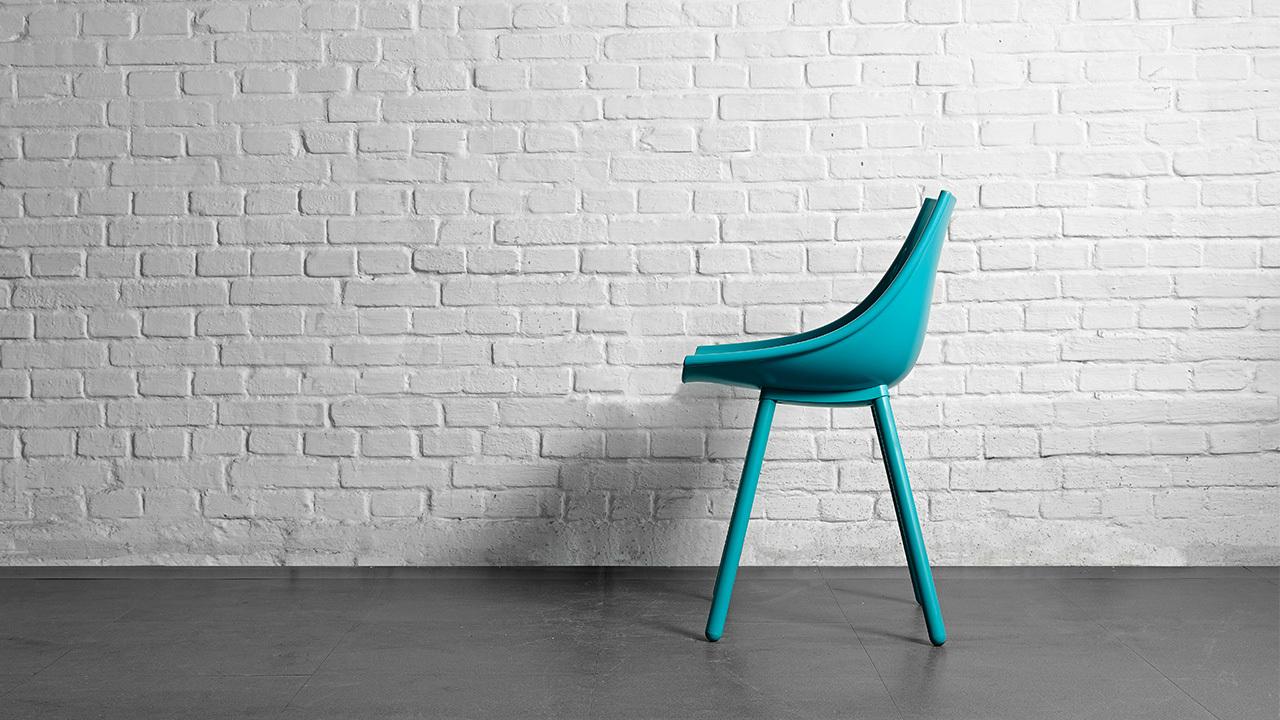 让眼睛透亮不死板,同一把椅子、同一个色系,加一把松石绿,餐厅层次感立即提升,第二层性感,来自多层绿色的自然弹跳。