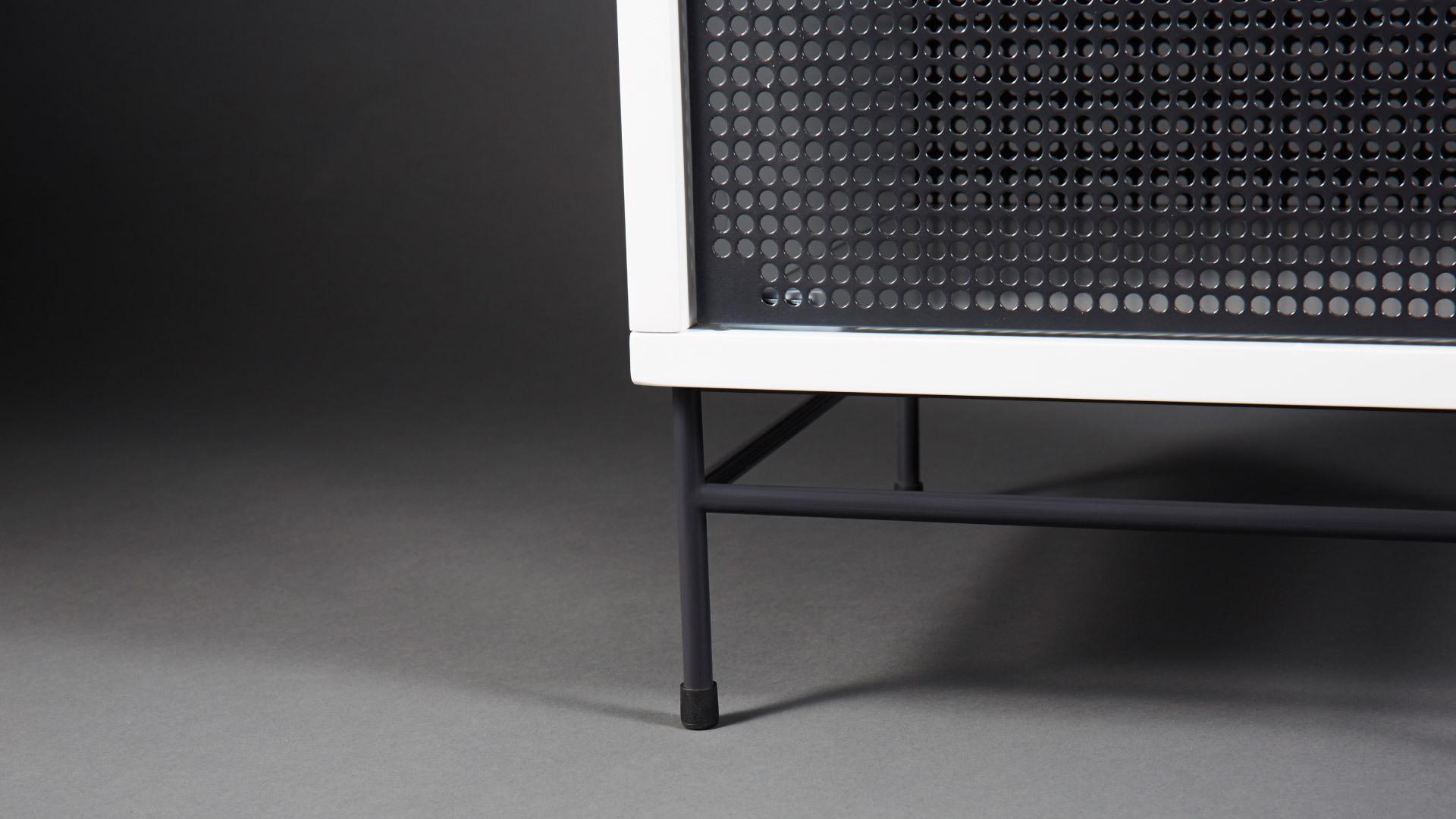 超薄门板+柔和光泽<br/>肉眼能接受的最优雅亮度