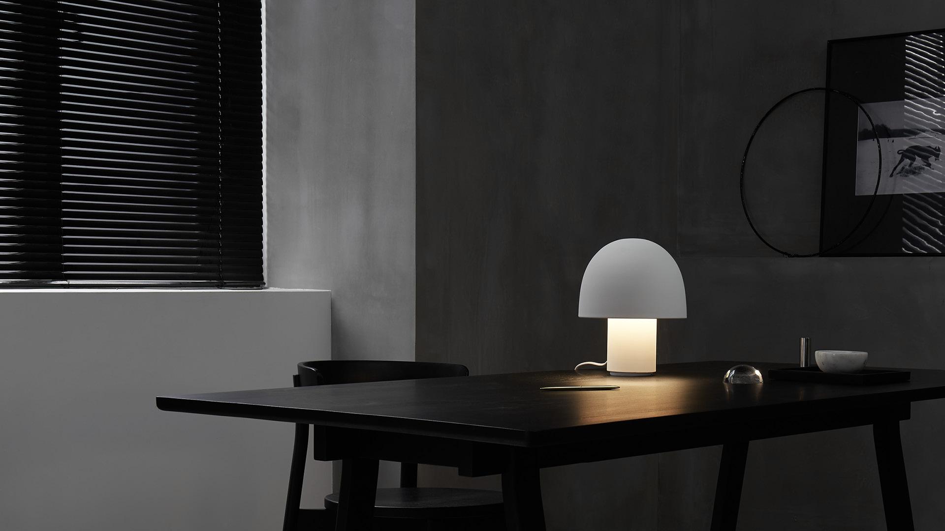 小号台灯,深夜工作的柔和环境光