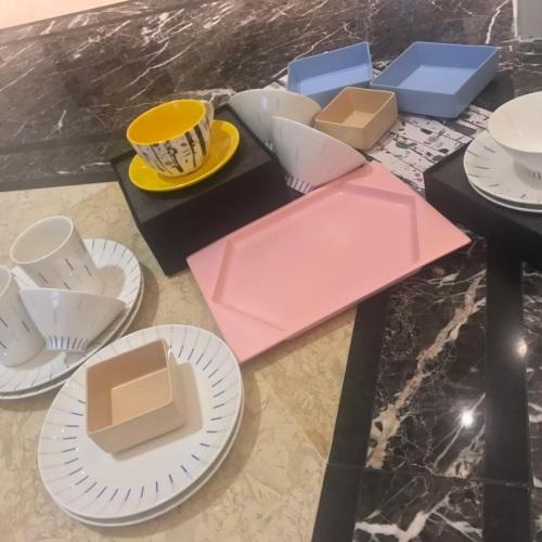 来自喵星的汪星人_镜线西班牙瓷土餐具组怎么样_2