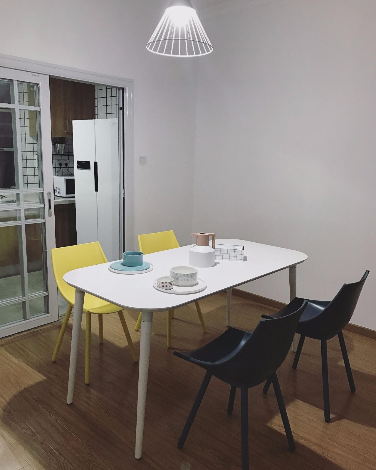 陳茜Zi对画板餐桌®-长桌 1.6米发布的晒单效果图及评价
