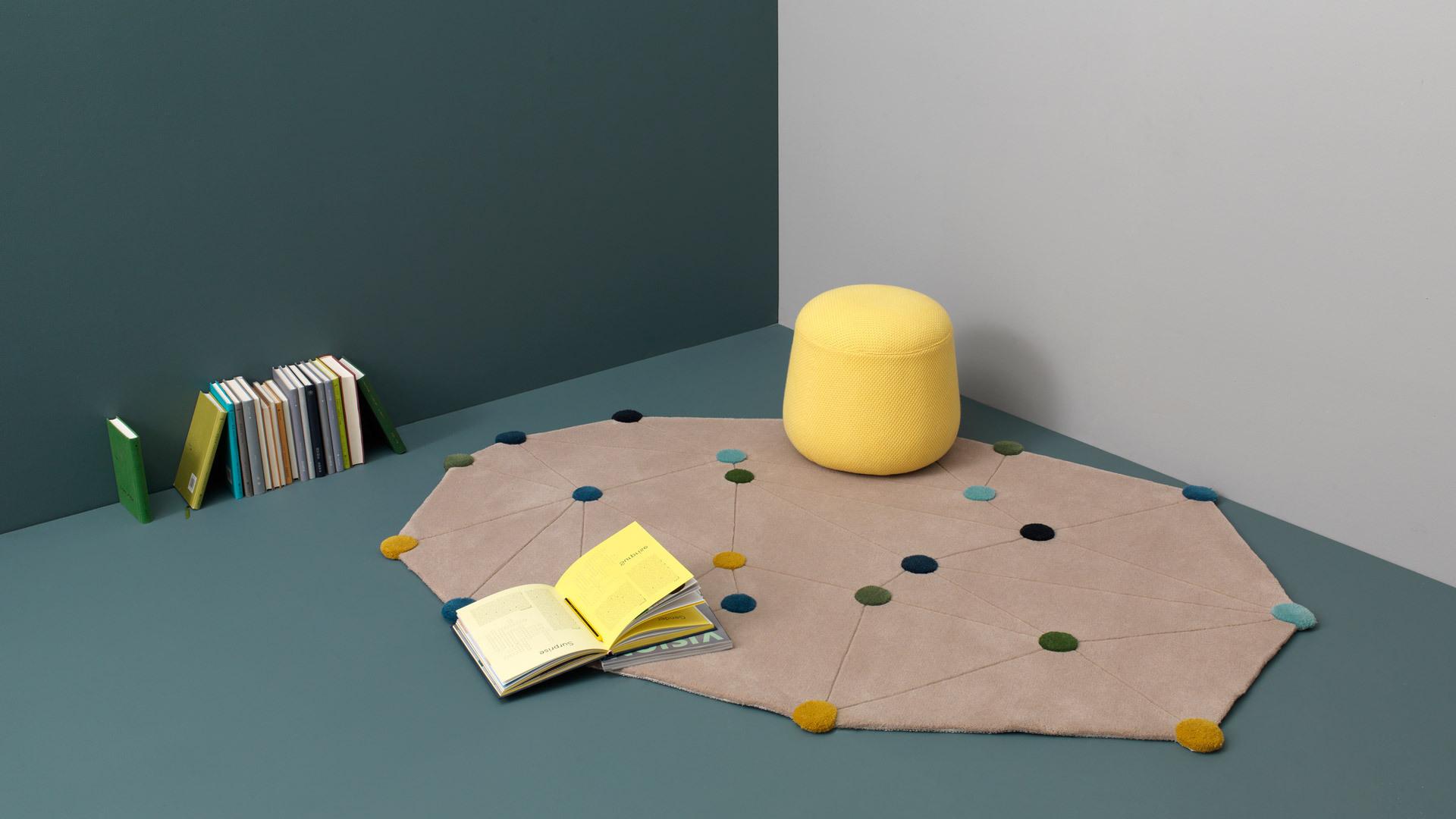 可爱的坐墩搭配舒适的地毯,只需两件单品,休闲角便可成为孩子的乐园。
