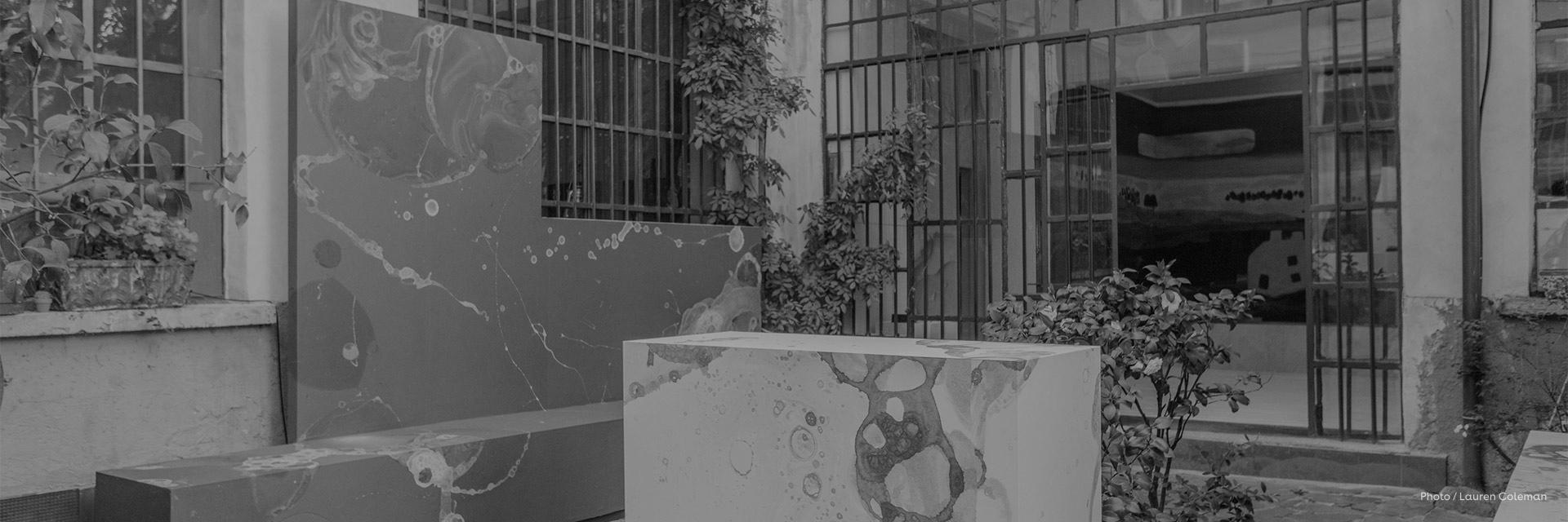 BCXSY,成立于2007年的荷兰知名设计工作室,是以色列设计师Boaz Cohen和日本Sayaka Yamamoto之间的跨学科合作。设计师拥有东西方两种独特的文化背景,擅长以独特的叙事手法,将东西方文化融合,通过概念传递、身份塑造,图案绘制以及氛围营造等手段,用戏剧化的方式,呈现纯粹而带有情感的作品。在过去几年中,BCXSY因其设计项目对社会的影响而赢得了国际的赞誉,作品也在国际众多负有盛名的设计展中亮相,并被伦敦维多利亚和阿尔伯特博物馆、香港M+博物馆等永久收藏。
