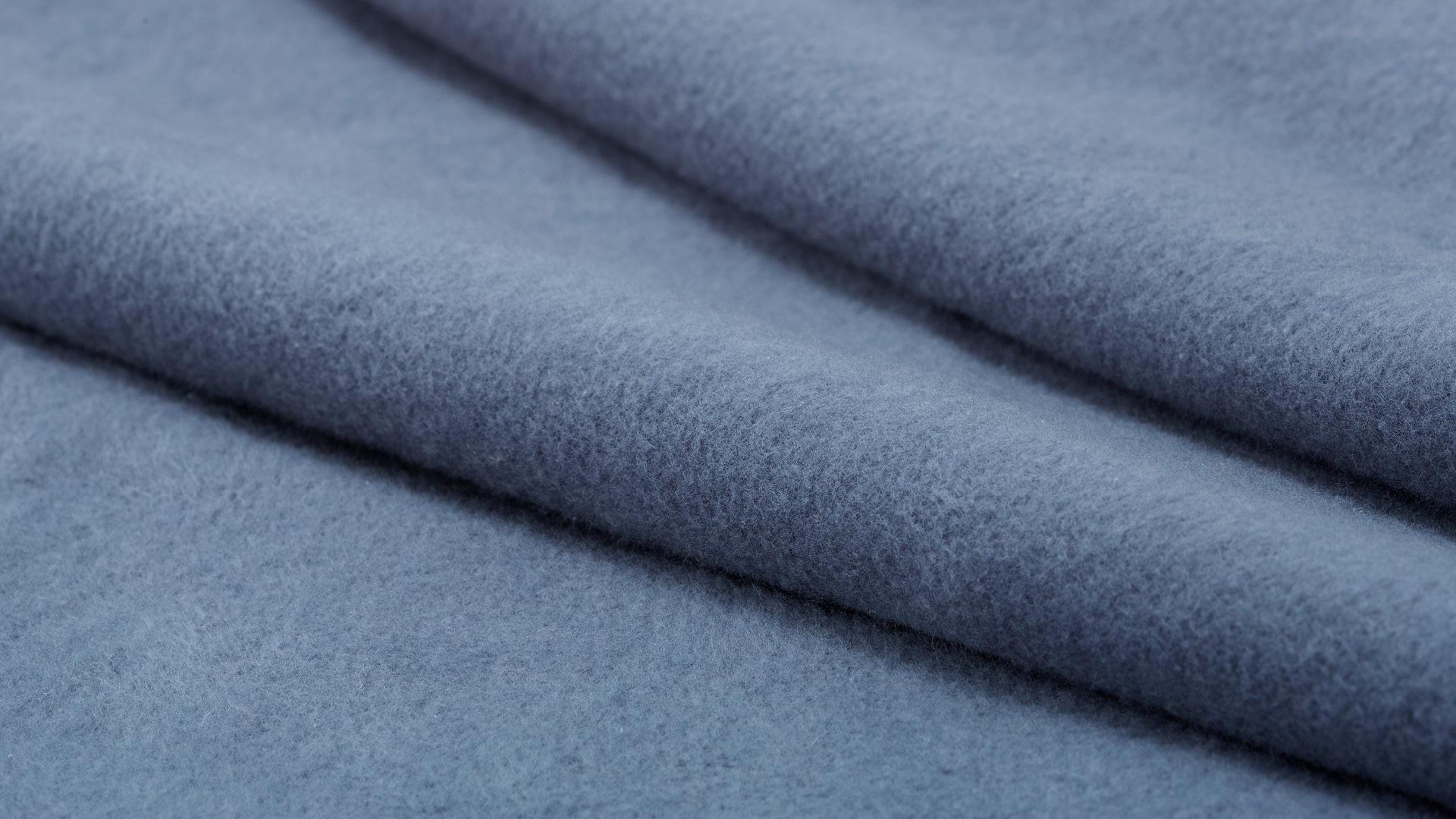 双面排纱附和梭织,更加温厚保暖