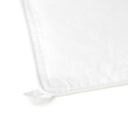 被芯四角和长边居中各1个绑带扣,共6个,方便和多种被罩绑带类型固定,任你滚睡不跑芯