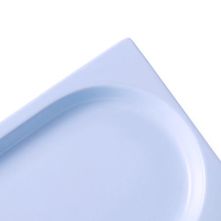 盘碟同等高度平檐设计,端盘不烫手,拼接摆盘的结合部,为向上叠盘增加空间