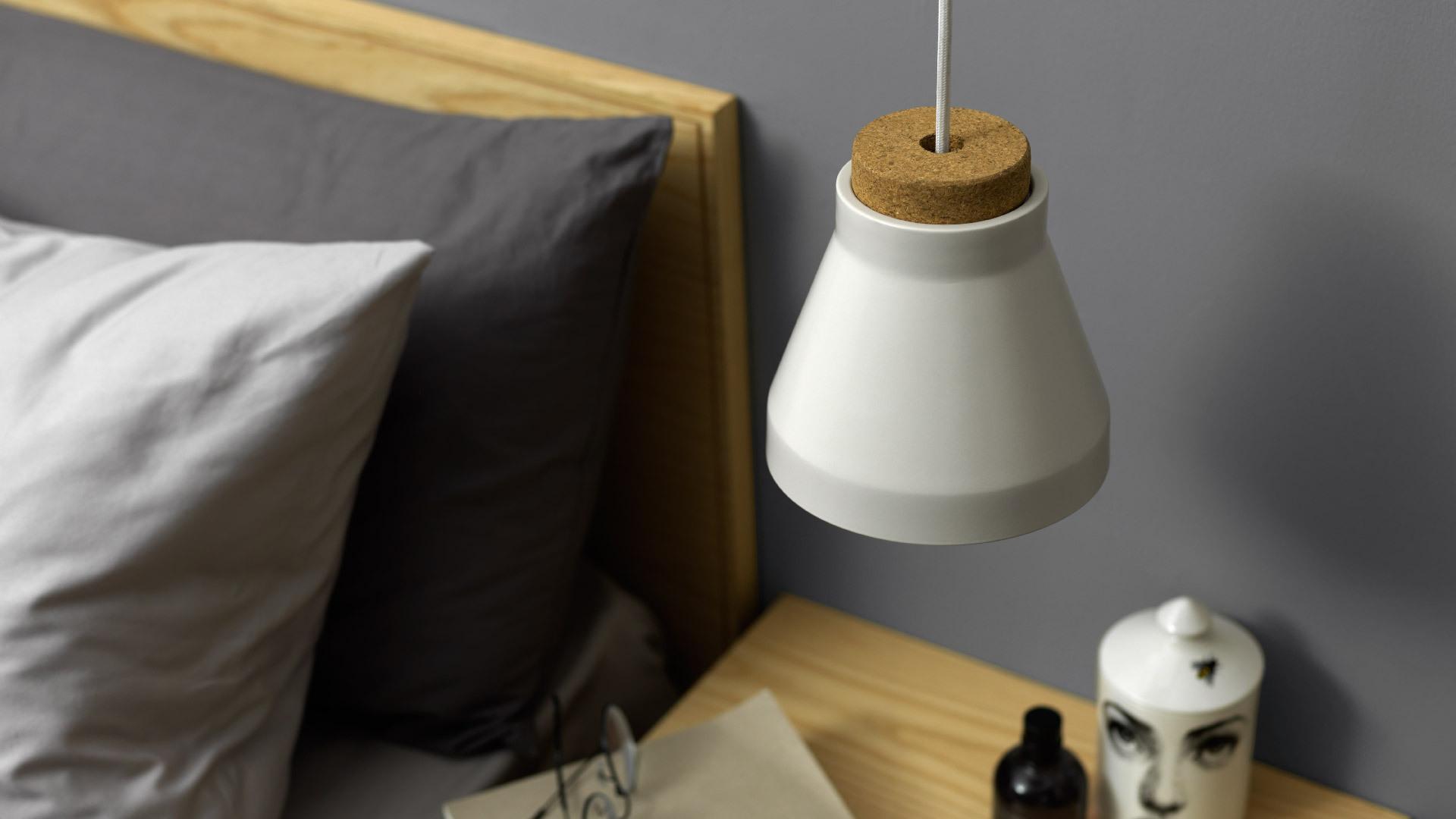 比台灯更时髦的床头吊灯