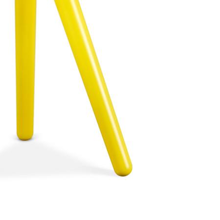 锥形实木桌腿切面光滑,有力支撑