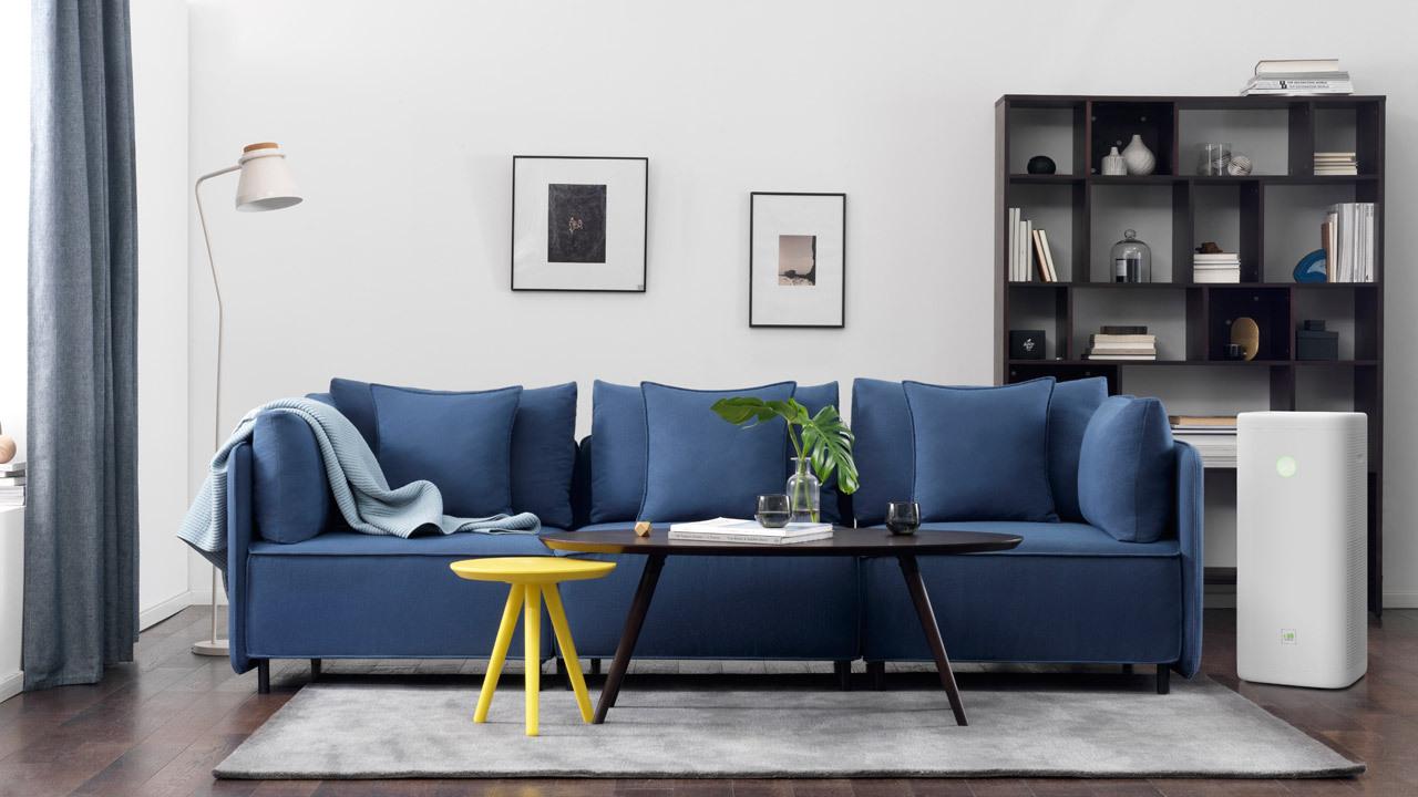 """▲ 宽适代表作大先生沙发与画板高低茶几,""""畅呼吸""""带来利落轻盈的层次"""