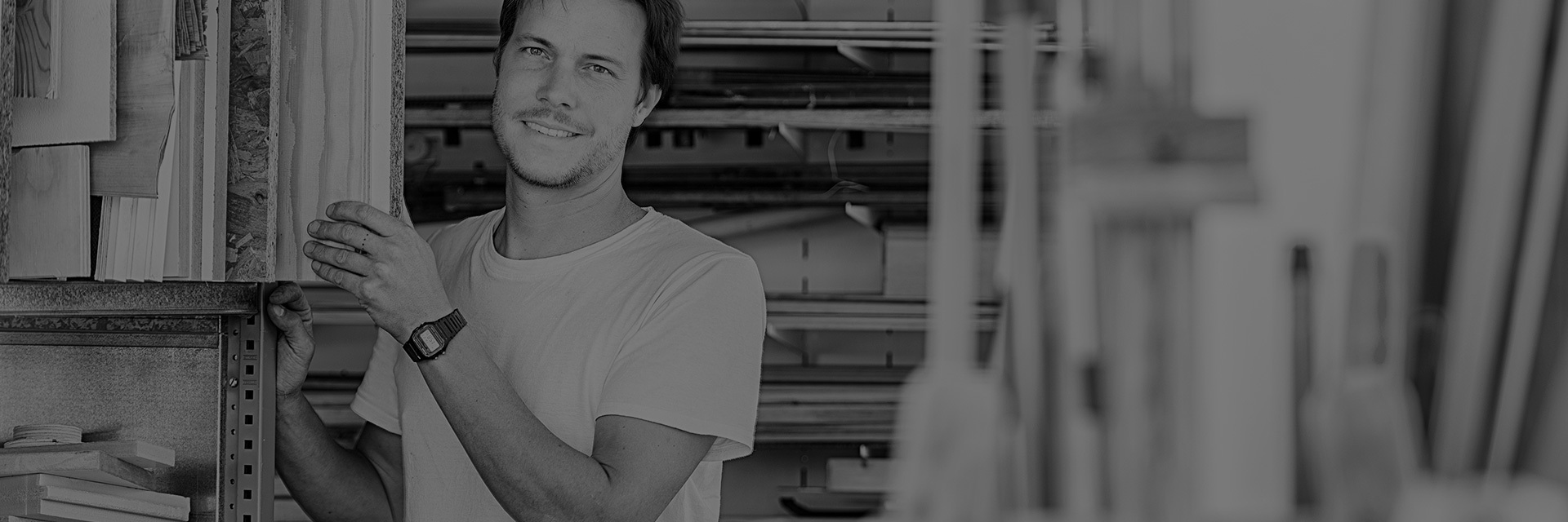 "Studio Inma Bermúdez,由一对幸福夫妻共同经营。2007年,由Inma Bermúdez于西班牙瓦伦西亚建立,2009年,Moritz Krefter加入。 来自西班牙的Inma,毕业于瓦伦西亚埃雷拉红衣主教大学工业设计专业,擅长于产品的外观设计,比例把握及材料结合;Moritz来自德国,毕业于魏玛包豪斯大学建筑专业,他的加入,互补了工作室在技术知识方面的空缺。不同的专业及文化背景,使得他们相互互补得更加完美。""最重要的是我们很享受一起工作的时光,这一切都直接影响着我们的设计创作。"""
