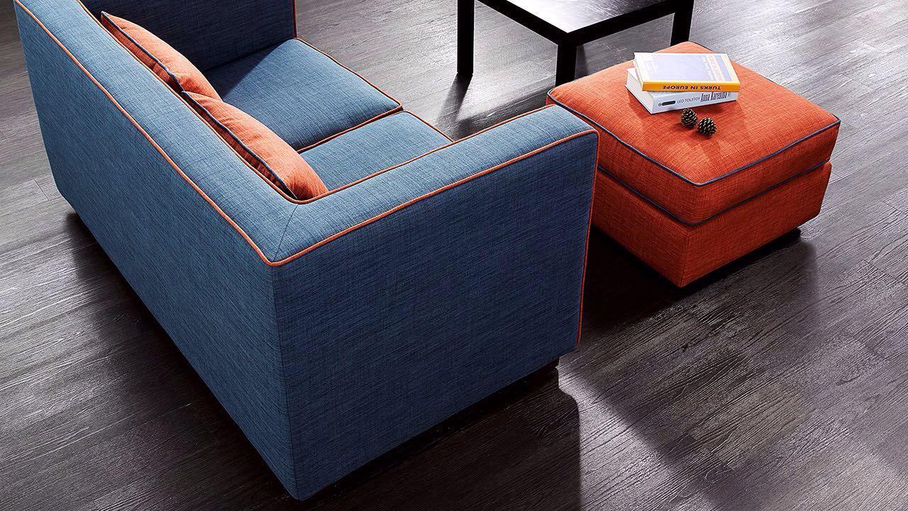 作业本沙发,造型精巧,摆在小空间也毫无压力,取自日常生活中常见的颜色,配以撞色的边线轮廓,易于搭配任何居家环境。
