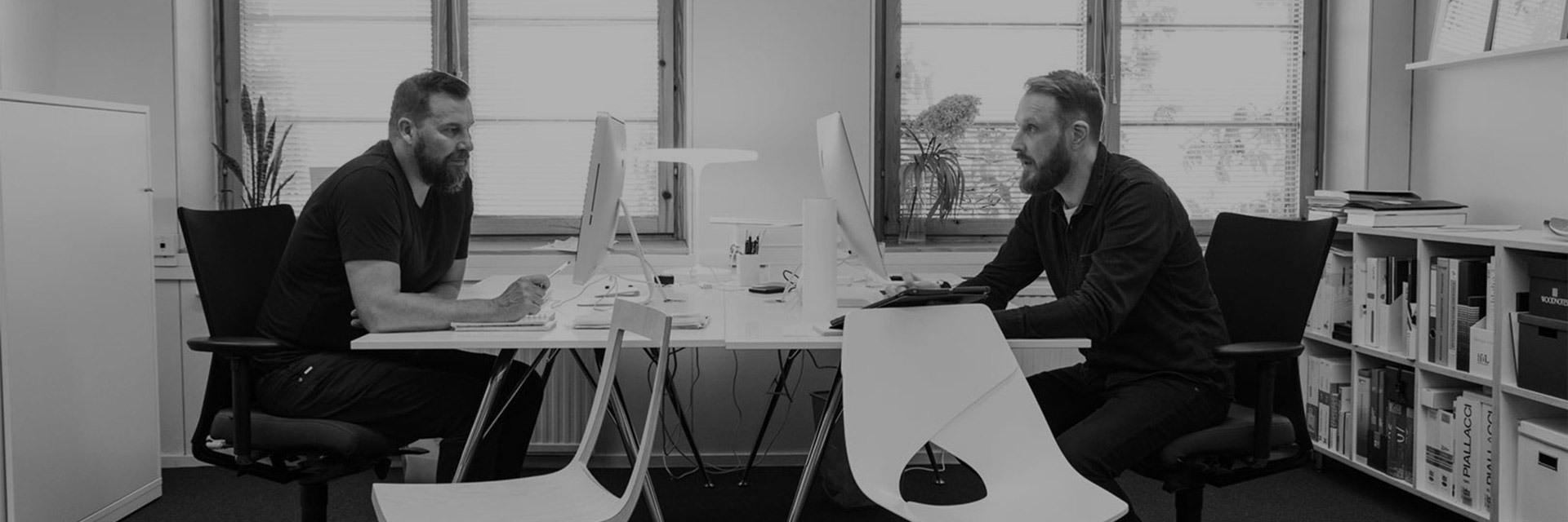 由芬兰著名全能型设计师、建筑师Tapio Anttila和设计界几何家Jonas Hakaniemi组成的多学科设计组合。毕业于赫尔辛基艺术设计大学的Tapio ,涉足于室内设计、产品设计和工业设计三大领域,与众多国际知名家具品牌合作,并荣获10次Good Design Awards,2次Green Good Design Award,2次EcoDesign Award等一系列备受瞩目的国际大奖。芬兰顶尖设计大师Jonas Hakaniemi,拥有20年的设计经验,作品涵盖室内、家具、平面设计等领域,并获得芝加哥建筑设计博物馆最佳设计奖,Red Dot在内的一系列国际重量级设计大奖。
