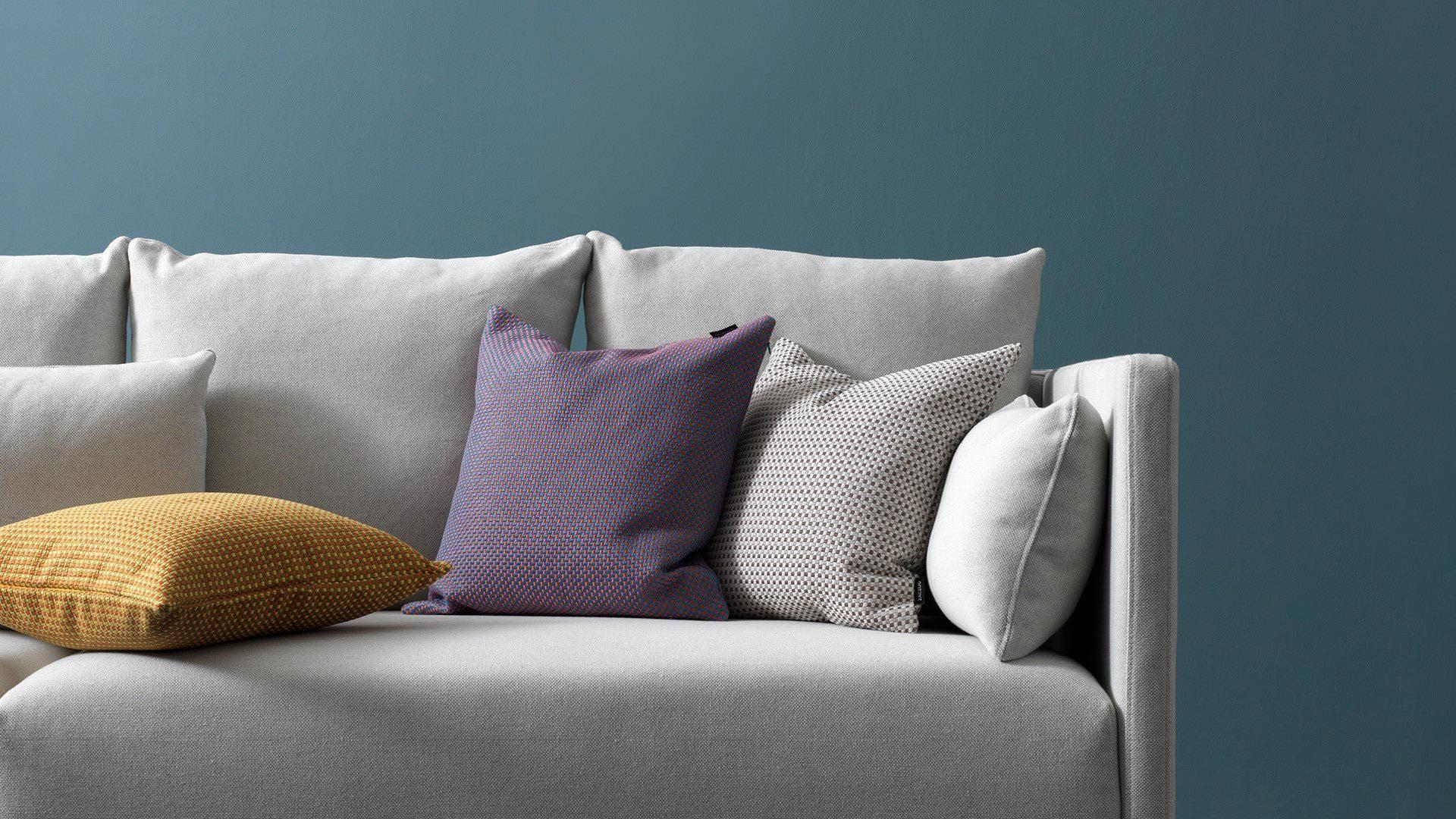 提色客厅,给素白沙发的花样点缀