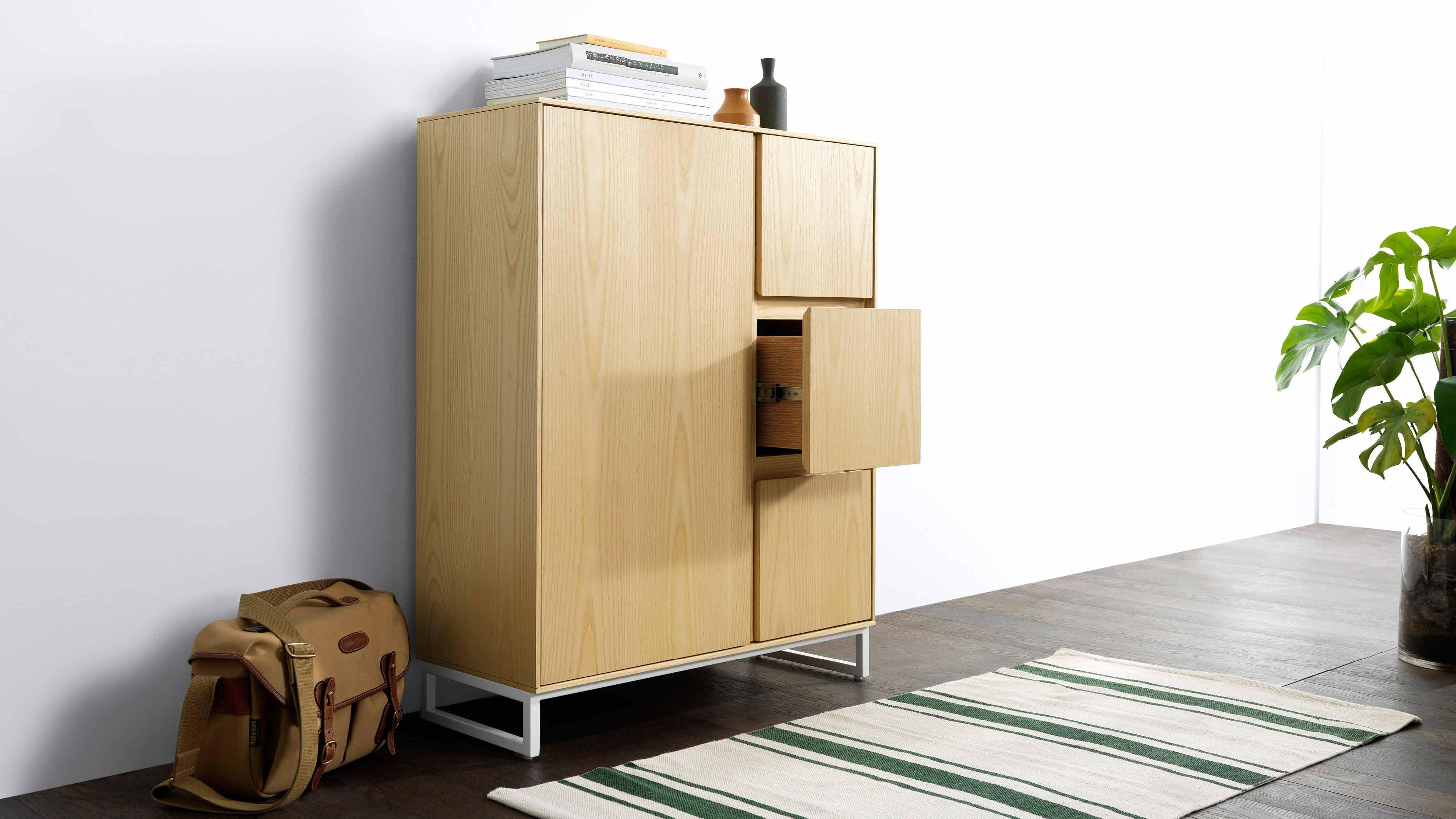 玄关与门厅处的优雅小柜,毫不张扬的线条,却隐藏着充足的收纳空间,离家回家的常在温暖,从这个问候开始。?x-oss-process=image/format,jpg/interlace,1