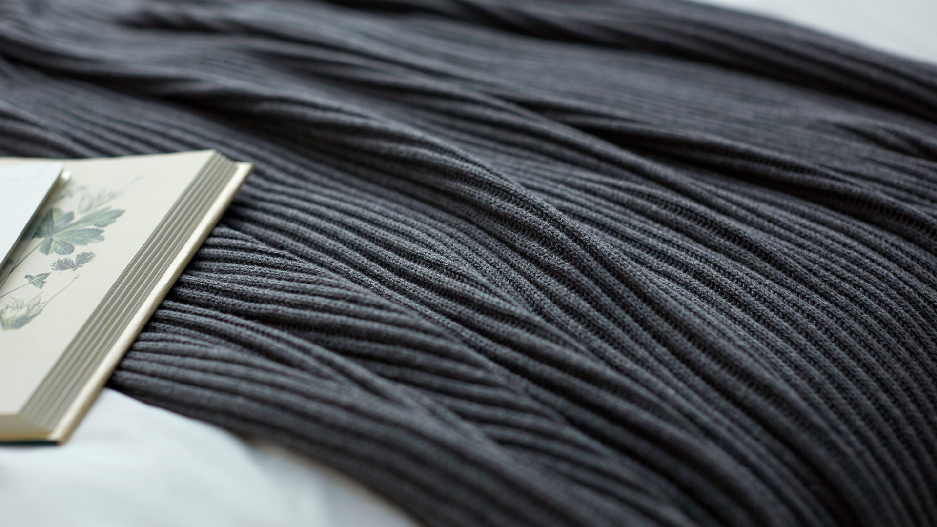 是朴素针织,也是温暖的床品搭档