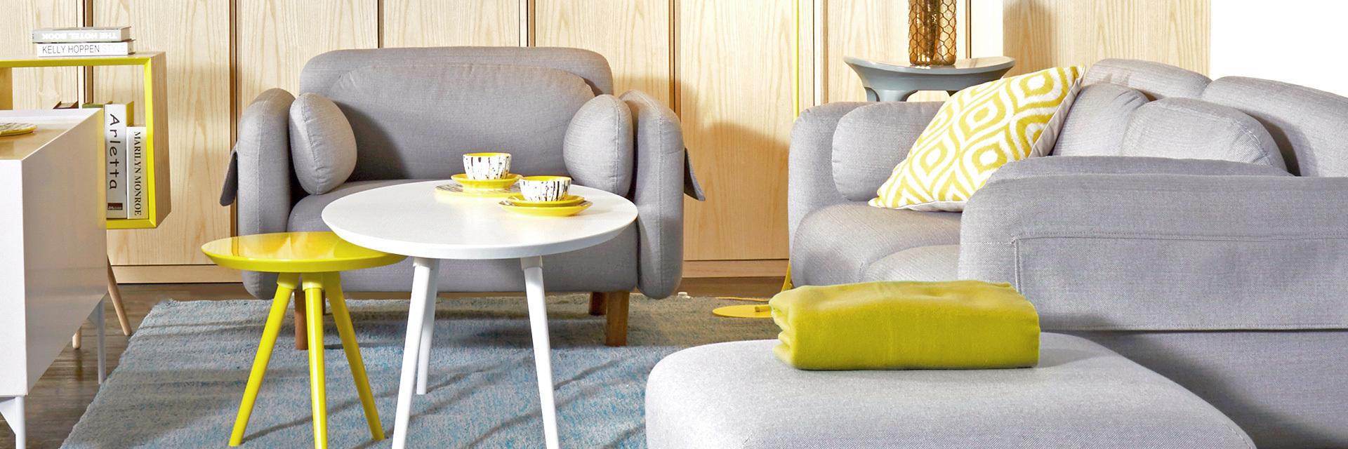 造型小巧玲珑,边缘的细节处理使整体曲线圆润柔和,简洁中不乏趣味,放在客厅跟咖啡桌搭配,制造一组高低错落的弧线。