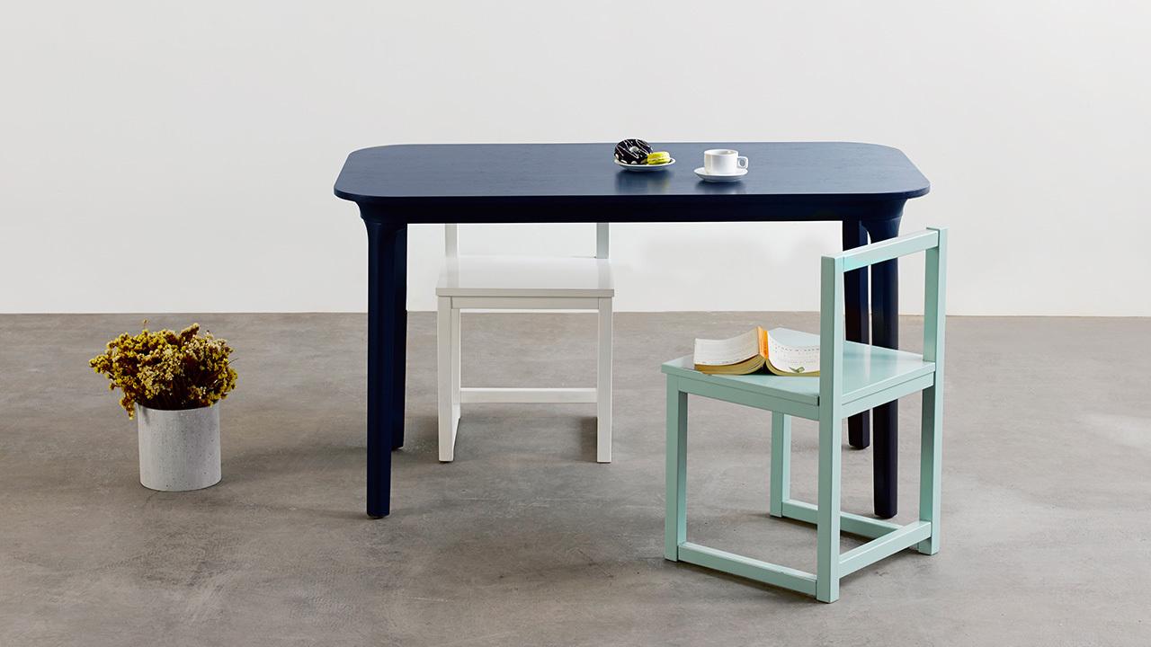 瓦檐餐桌,现代紧凑空间的优雅餐桌,将瓦檐边际线揉入日常。