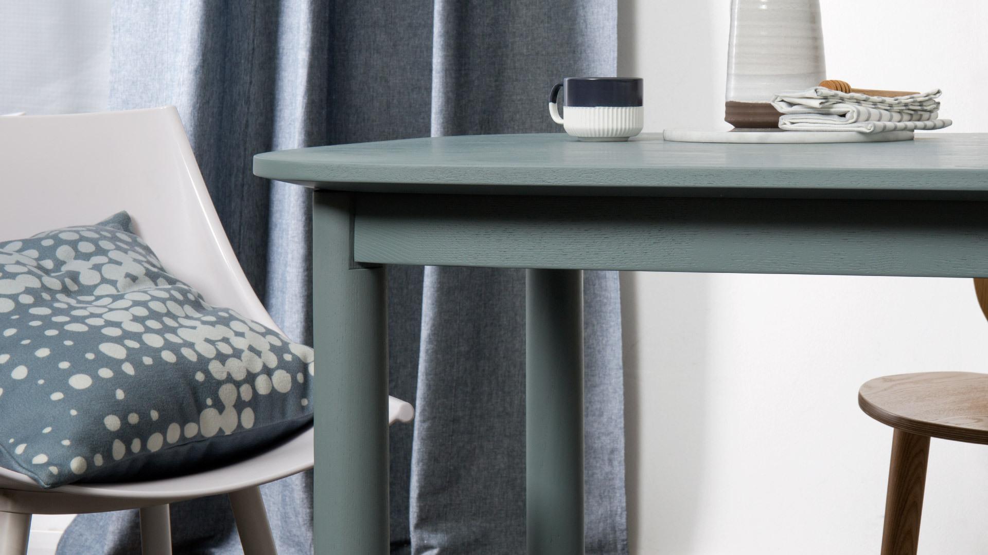 精致曲线,深埋细节的摩登长桌