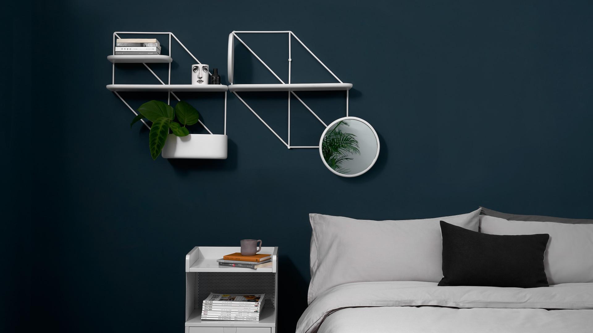 收纳上墙,有序的床头美感