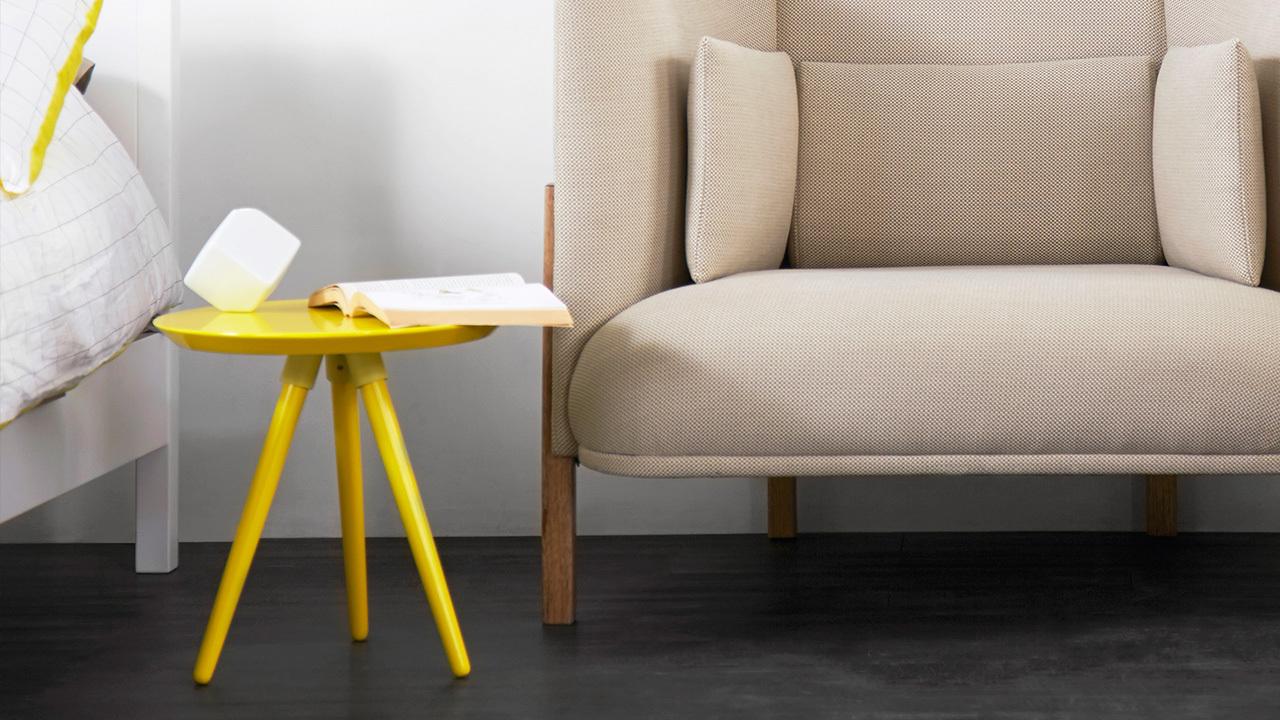 锥形实木桌腿的结构稳固而具有利落质感,精简的组件一人就能轻松安装。轻盈的小边桌,就算是有限的小空间,摆上它也活泼美丽,让家提升质感。