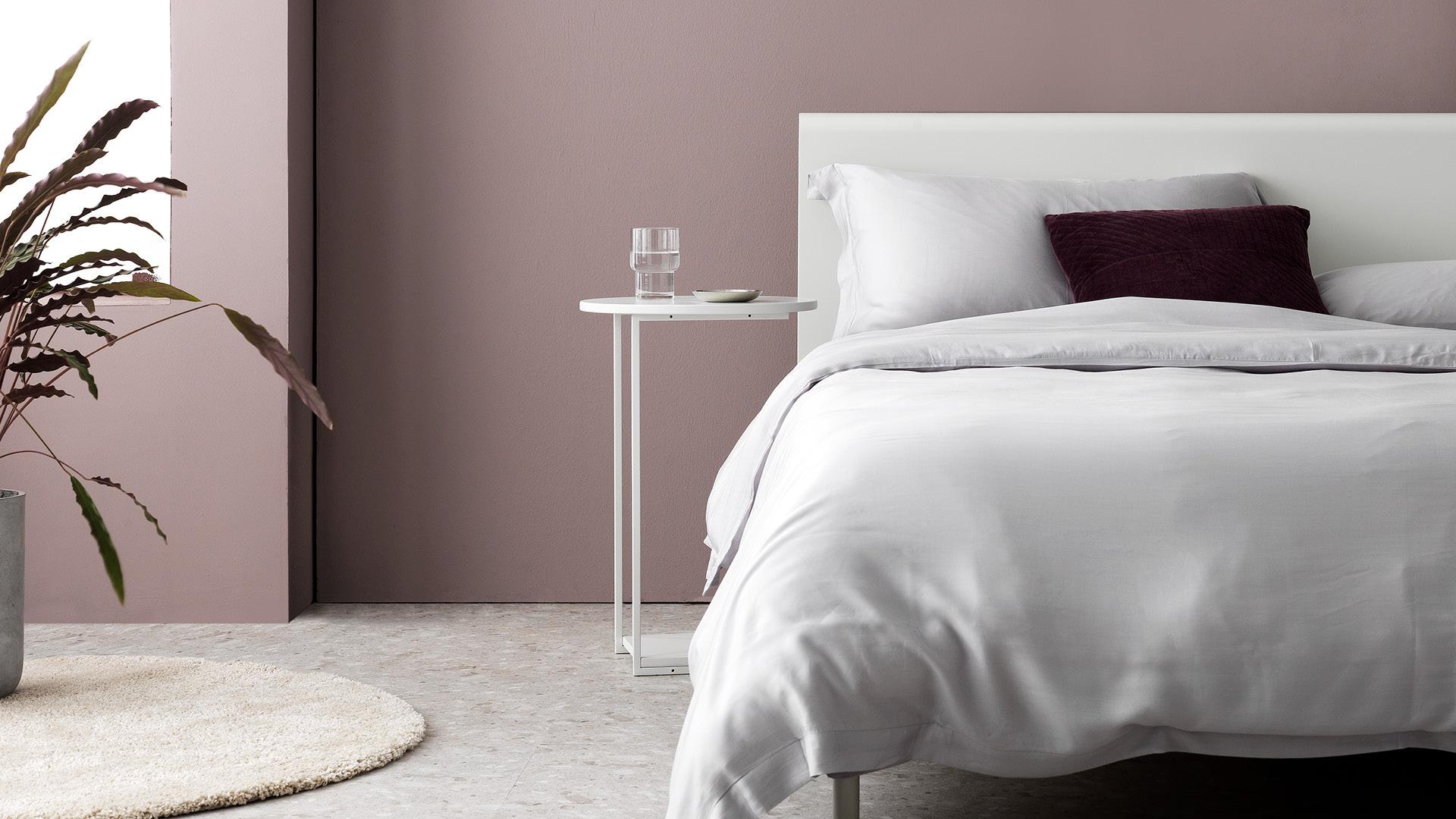纯净卧室,照顾不愿起身的周末