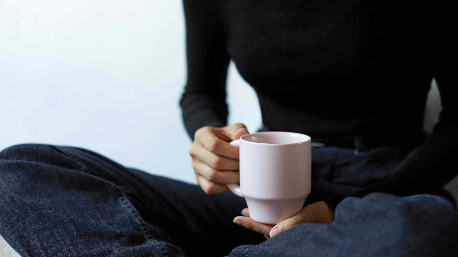 杯口氤氲香气,留住掌心的温度