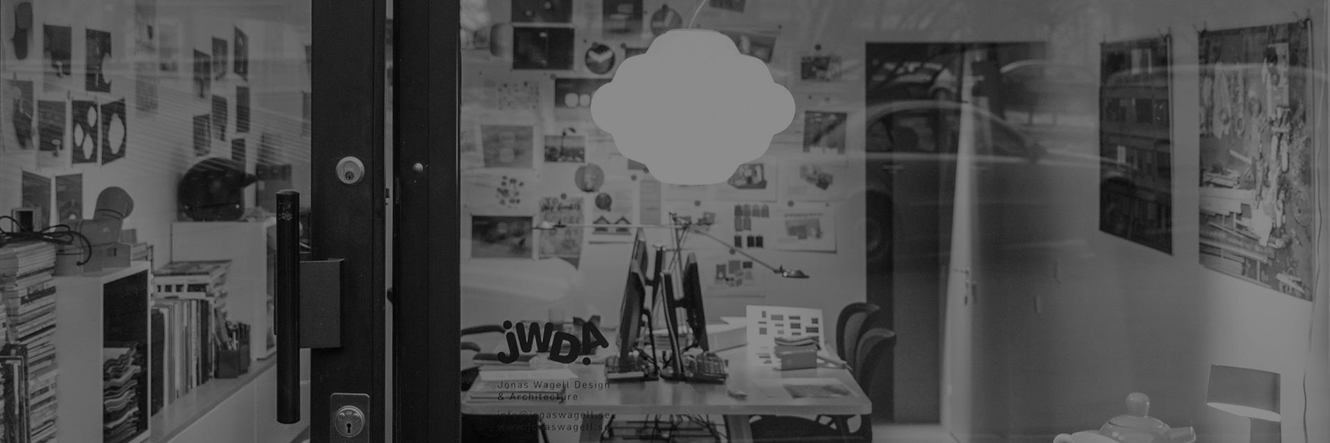 """2014年EDIDA国际设计大奖得主,Elle Decoration 瑞典设计奖得主;2014年 年度灯具设计奖""""Cloud""""设计者; 2008年WallPaper杂志全球50位热门年轻设计师得主。建筑师、设计师、造作首批签约设计师。"""