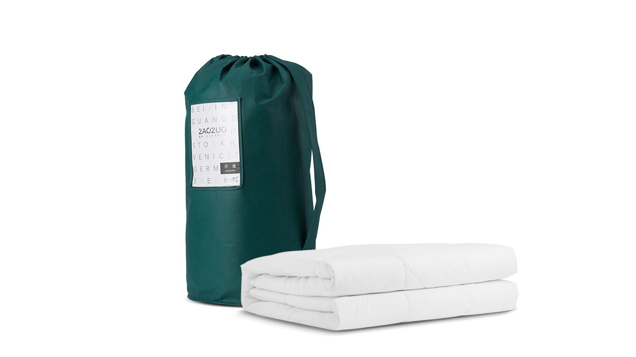 每一个出厂被芯都细致卷包放在PVC袋中压缩抽真空封存,外包装采用120g墨绿色无纺布圆筒袋及产品信息卡,开箱第一刻就有愉悦体验。