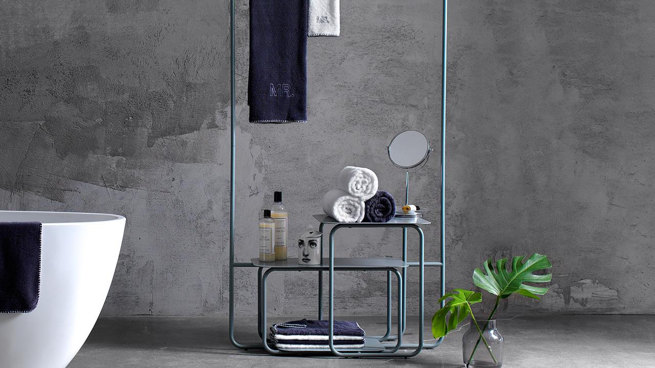 在干湿分离的浴室,用于悬挂和陈列毛巾、镜子等洗浴用品,让浴室层次增加一抹鲜亮的跳跃。