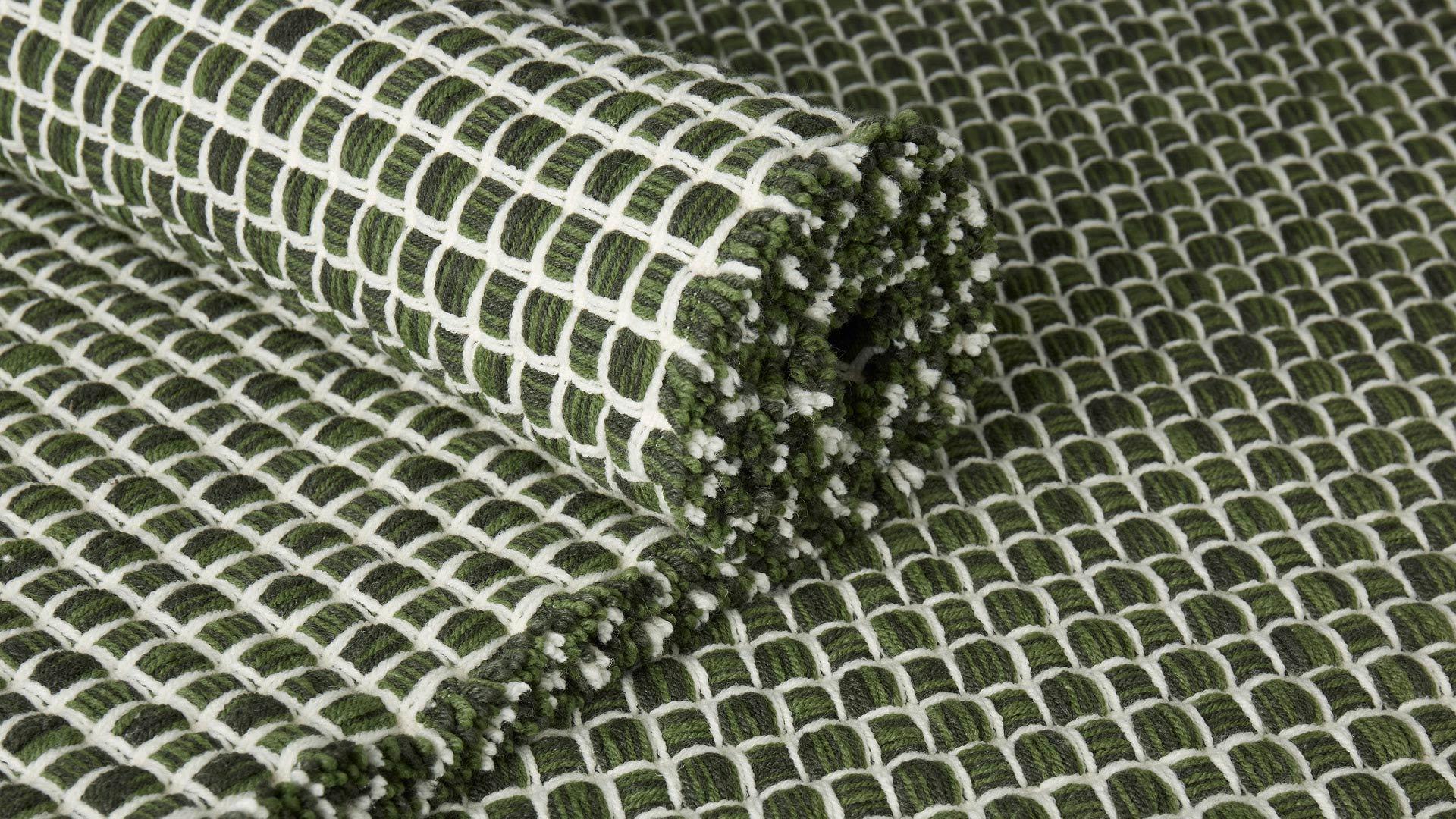 三维立体梭织,经纬相叠<br/>厚实牢固,且柔软有弹性