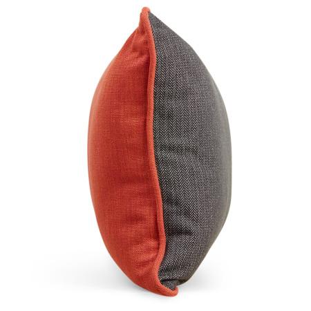 50%以上含棉量,兼有舒适感与挺廓外形