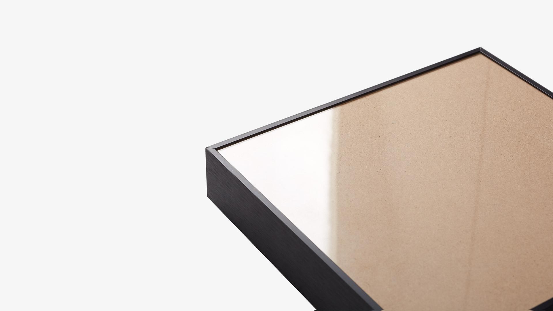 通透耐用有机玻璃<br/>保护画芯,还原初色