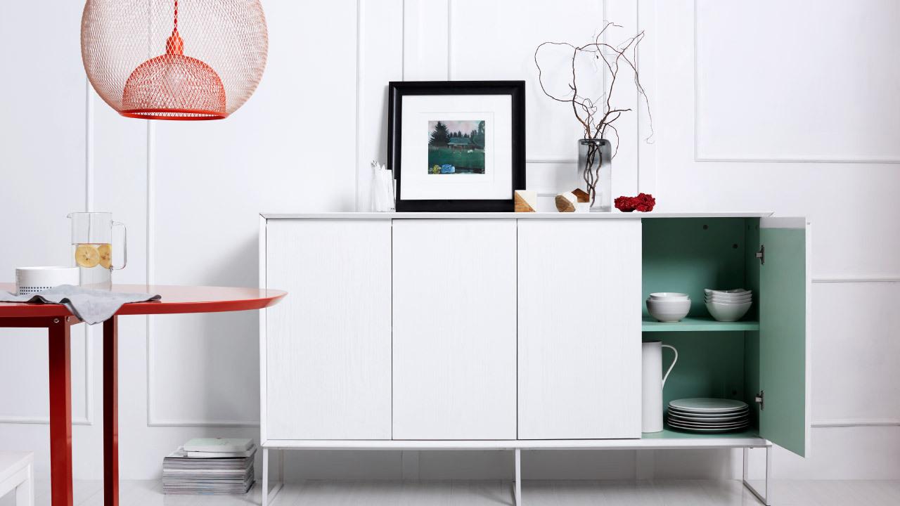 小心思更增添生活的乐趣,打开你才懂。简约姿态的画板实木餐边柜,既保留了实木材质本身质朴的美感,又同时增加了视觉的色彩跳跃,每一次开启都是惊喜。