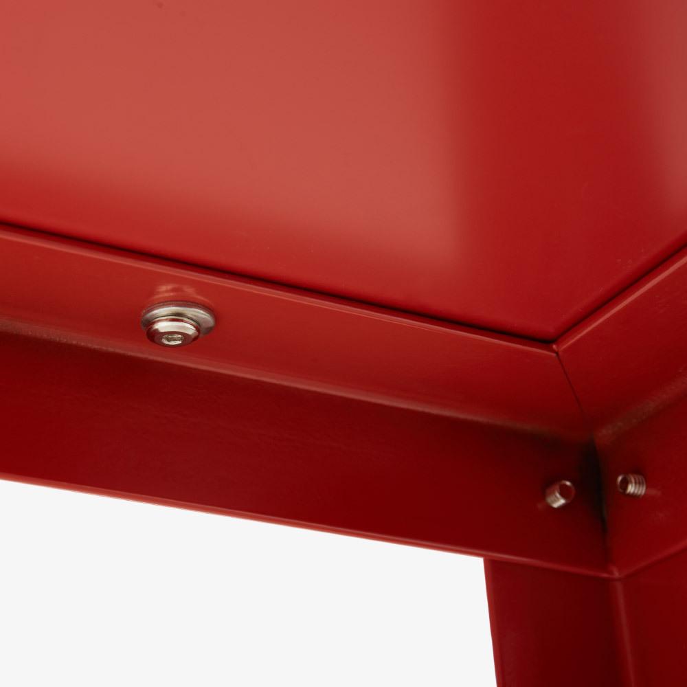 细致漆面<br/>桌面下的精细
