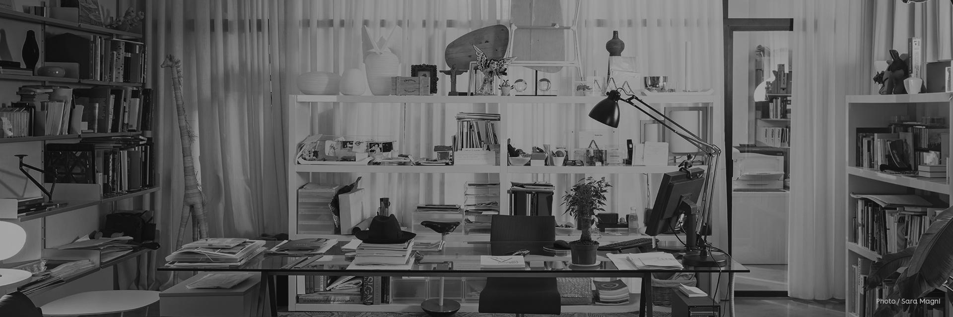 Palomba Serafini Associati (ps+a)是设计界的模范CP,一同于米兰成立了设计工作室。早在1994年,刚刚从罗马大学建筑系毕业的Roberto Palomba和Ludovica Serafini在交出了自己的第一个设计项目时,就出人意料的一举拿下了意大利国内最为重要的奖项Compasso d'oro。这些年来,他们拿下了包括WallpaperDesign Award、Good DesignAward、iF ProductDesign Award等一系列设计界重量级奖项,逐步奠定了他们在欧洲设计界的声誉。