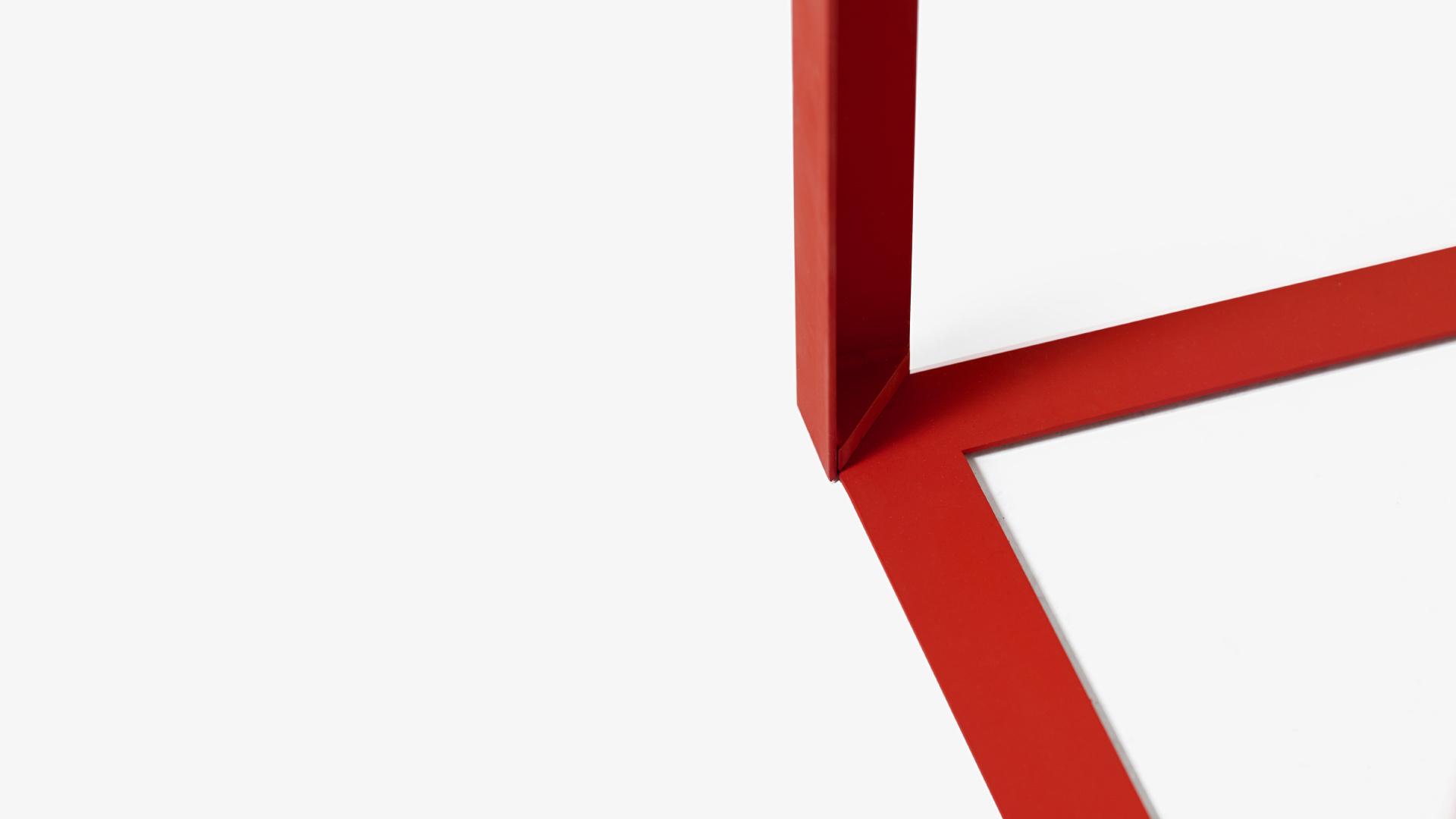 三角铁加固桌腿