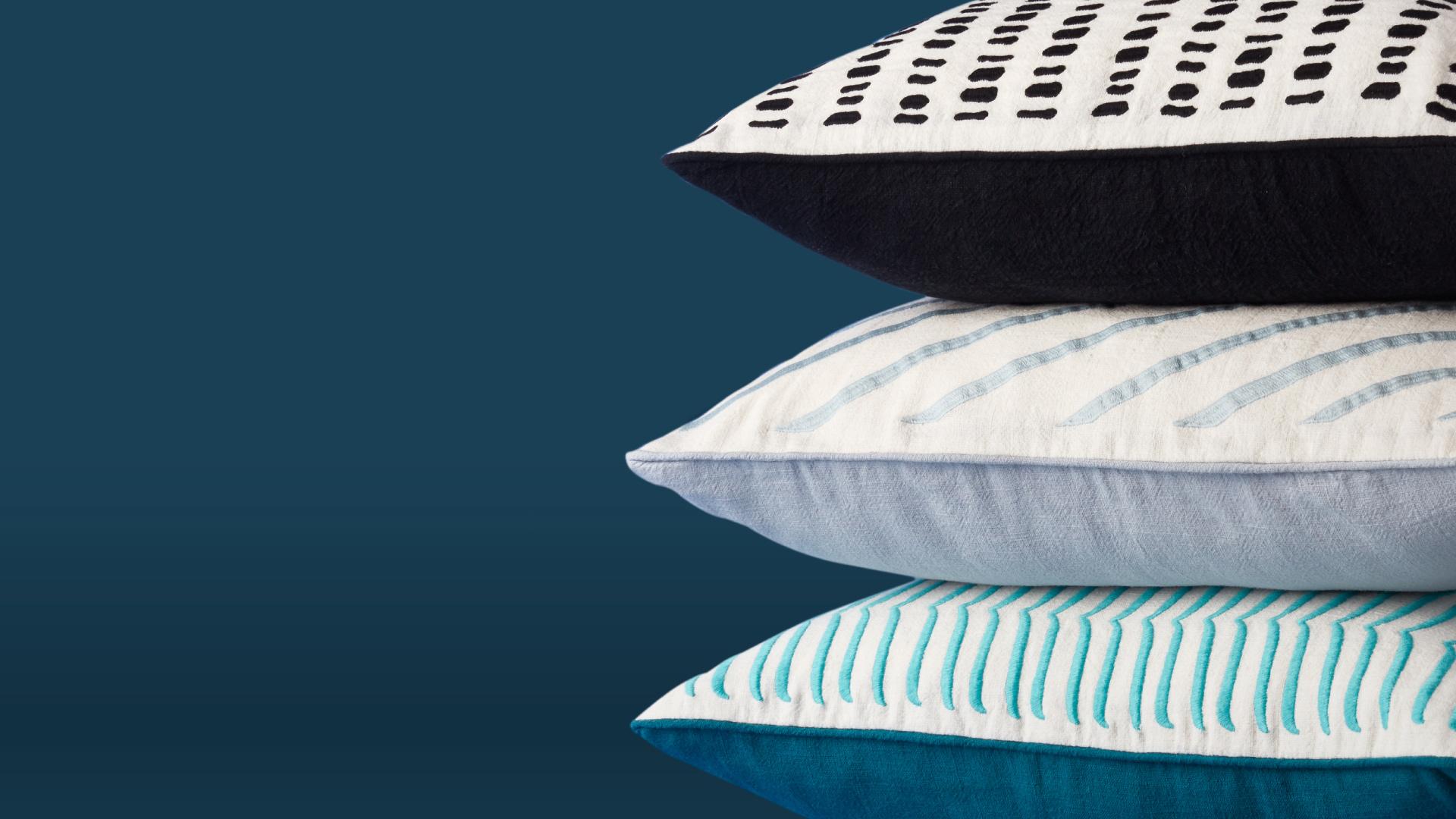 服装工艺打造枕套,翻开看内层,包边做缝和外露细节同样规整,考究品质贯穿内外。?x-oss-process=image/format,jpg/interlace,1