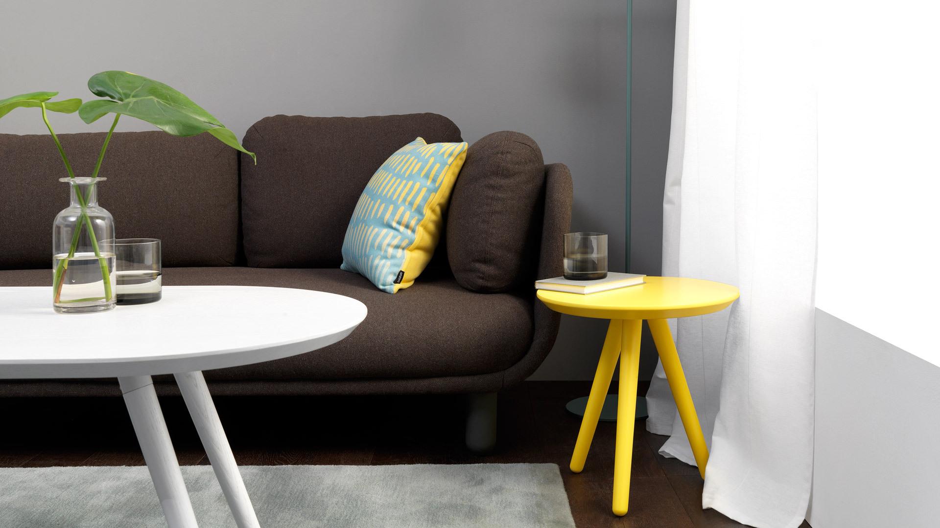 不层叠的单独使用,为开放式客厅增加随处移动的茶几,饱和的用色,围坐出三五好友的明媚心情。