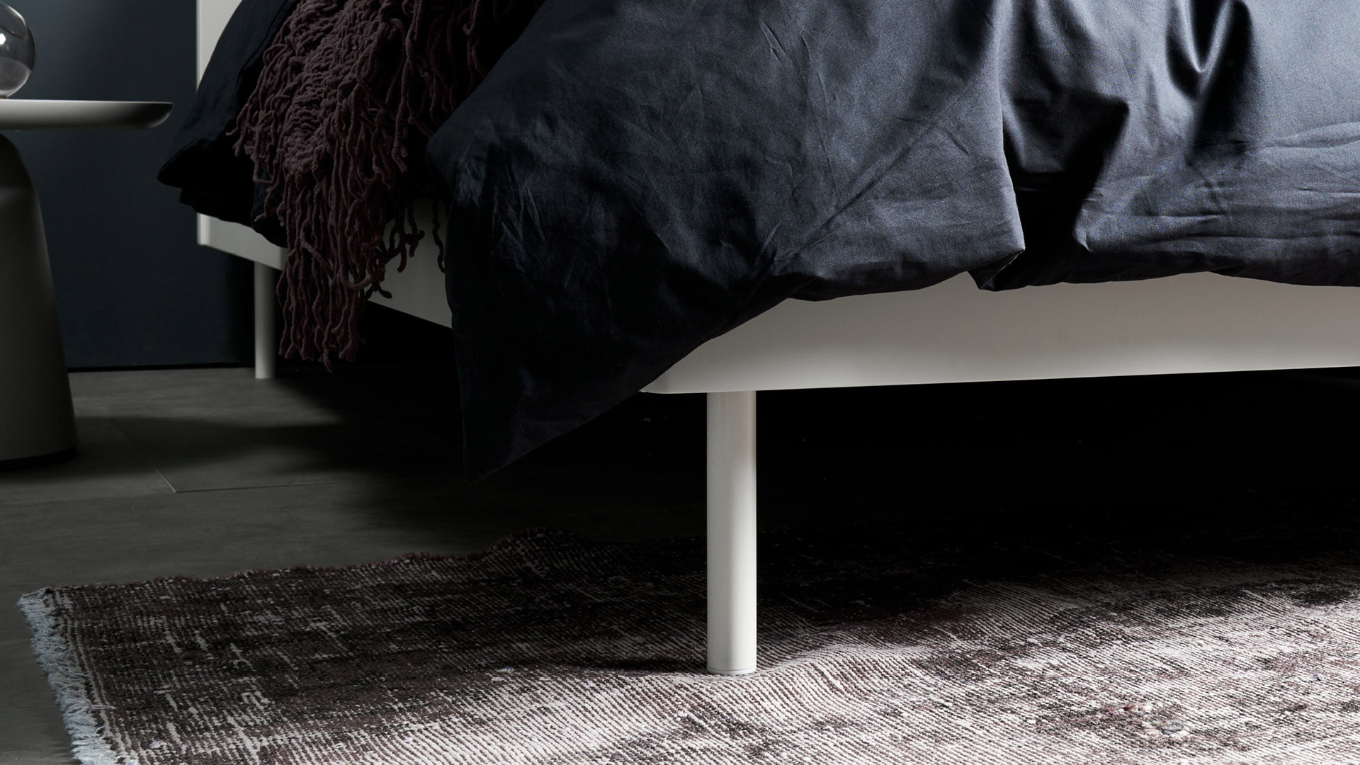 床下大空间,方便储物或扫地机器人进出