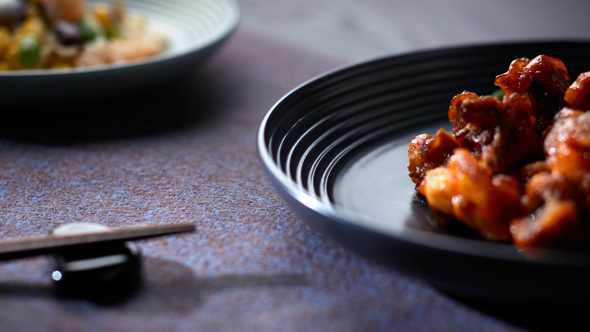 2种尺寸盘套装,将多味菜肴端上餐桌