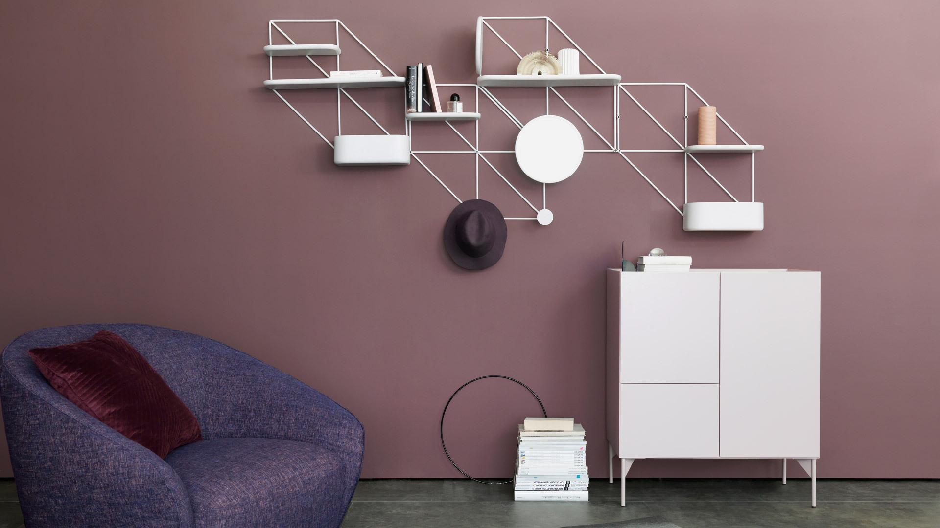 调和客厅色调,暖色墙面清爽置物